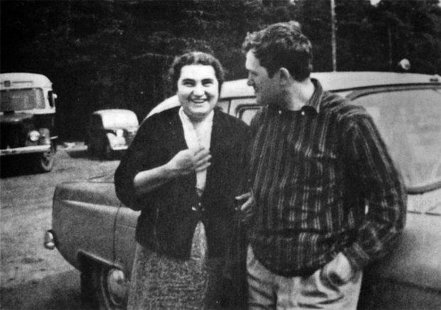 Василий с матерью Евгенией Гинсбург
