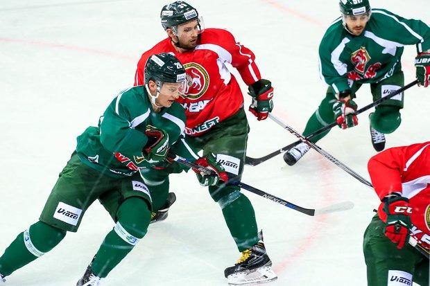 Хоккеисты «АкБарса» забросили 6 шайб впобедном матче КХЛ сЦСКА