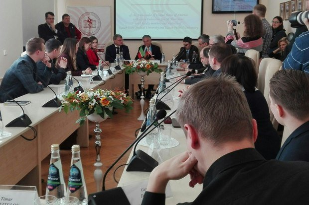 Хантсман отверг обвинения вадрес США вовмешательстве ввыборы в РФ