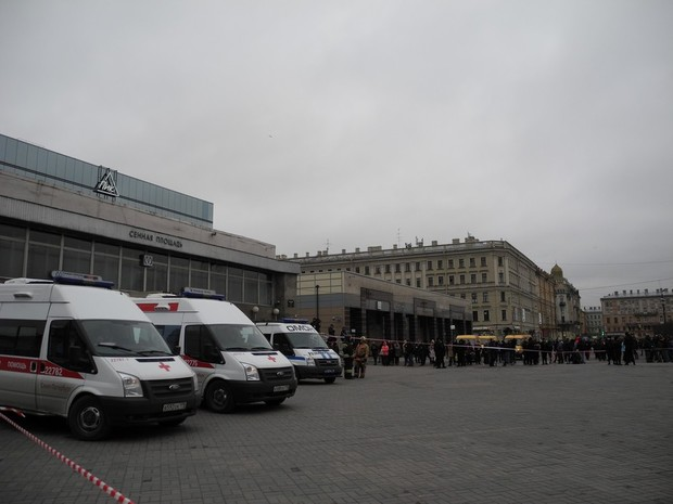 Путину оповестили острашных взрывах вметро Петербурга