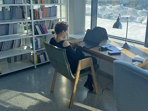 Девушка модель работы библиотеки работа вебкам в видеочате