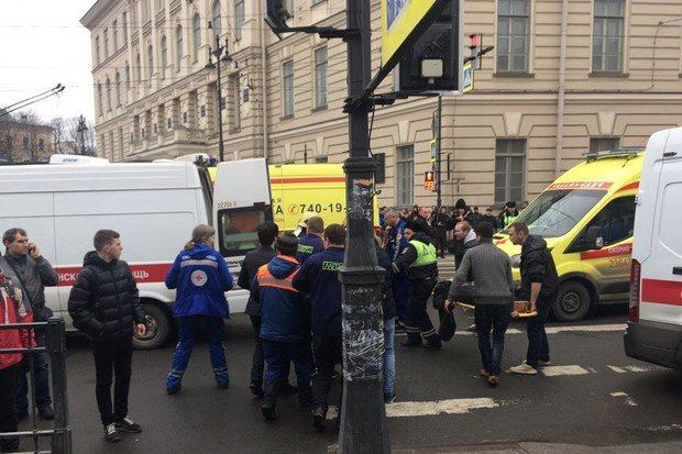 По предварительным сведениям, 10 человек погибли при взрыве впетербургском метро