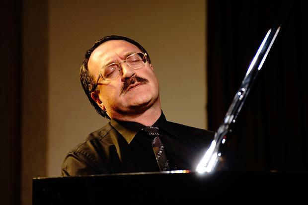 434d8fceaba 9 ноября известный джазовый пианист Даниил Крамер даст концерт в Казани.  Фото kudago.com