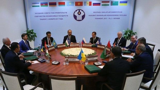 Атамбаев призвал РФ посодействовать Киргизии иКазахстану наладить отношения