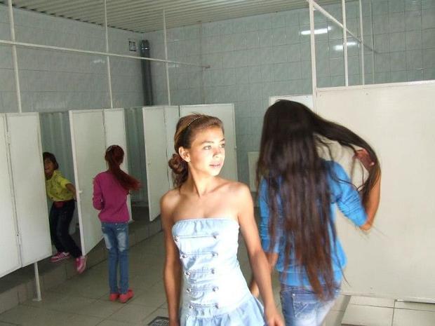 В туалете девочки скрытая камера