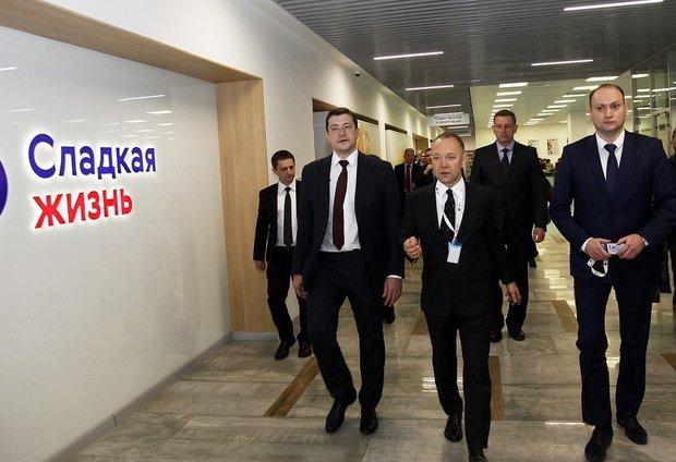 Общий объем инвестиций должен был составить 2,5 млрд рублей. Гусев заверил  Никитина, что «во все эти магазины компания как дистрибьютор будет  поставлять ... 80928c49fe0