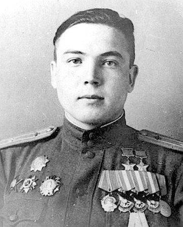 «Над полем боя проявляет храбрость и мужество...» Жизнь легендарного летчика Мусы Гареева