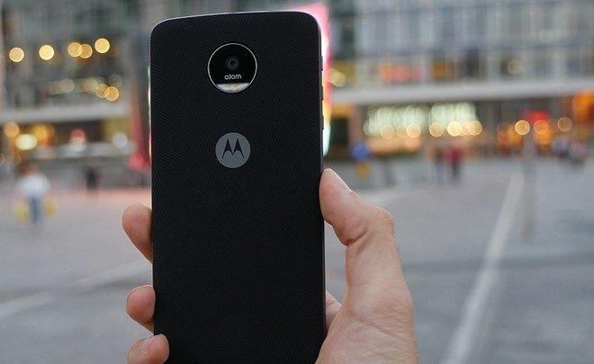 ВУкраинском государстве стартовали продажи бюджетных телефонов Motorola Moto C иСPlus