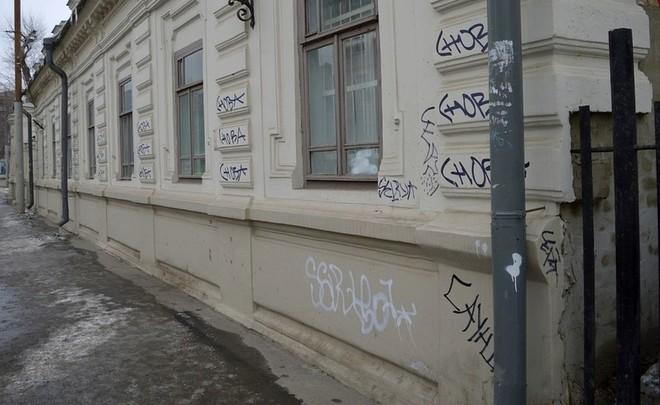 ВКазани осудили вандалов, изрисовавших здания ИЗО-музея и академии РТ