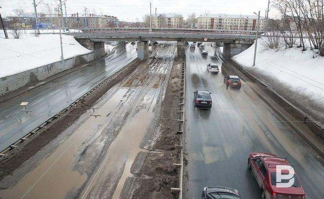 ВластиРФ вдвое урежут финансирование региональных дорог