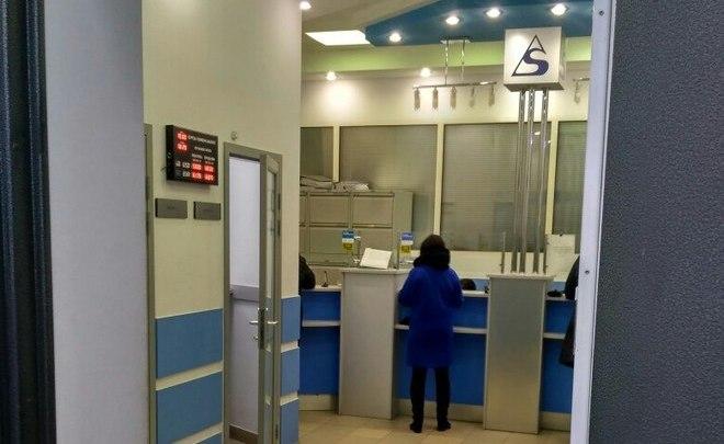 Казанский банк ограничил выдачу наличных