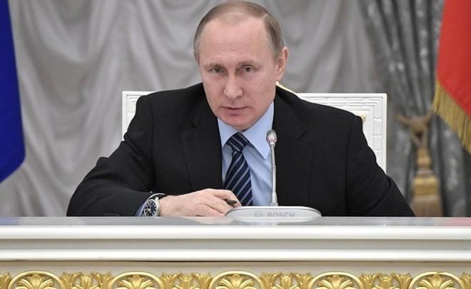 Путин утвердил закон обизменении рабочего дня для несовершеннолетних