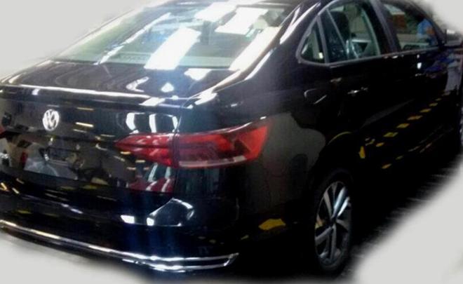 Размещены первые фото седана VW Polo обновленного поколения