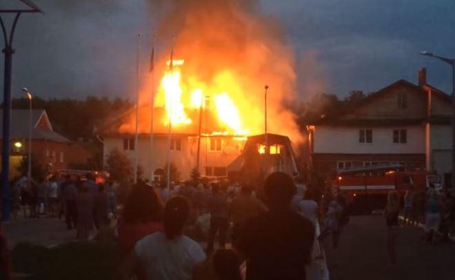 ВЗалесном после взрыва Газели зажегся дом
