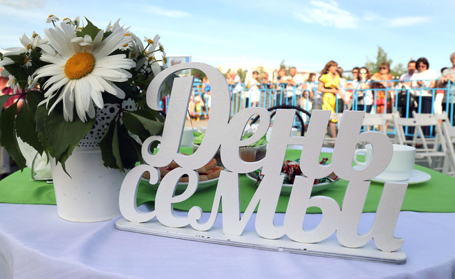 «Нижнекамскнефтехим» организовал для горожан большой праздник в честь Дня  семьи, любви и верности 1aa6ac4525f