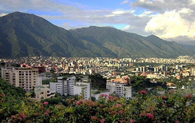 Массовый отток боливаров изВенесуэлы устроилаРФ