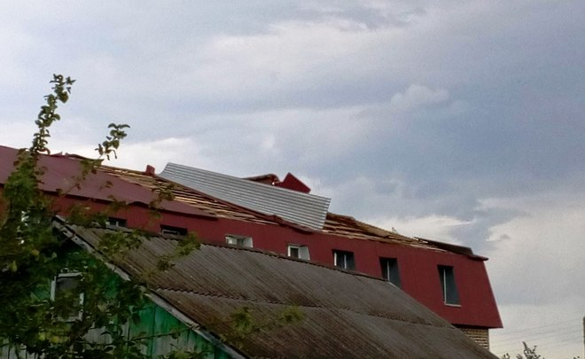 ВТатарстане сильный ветер поломал кровли 2-х десятков домов