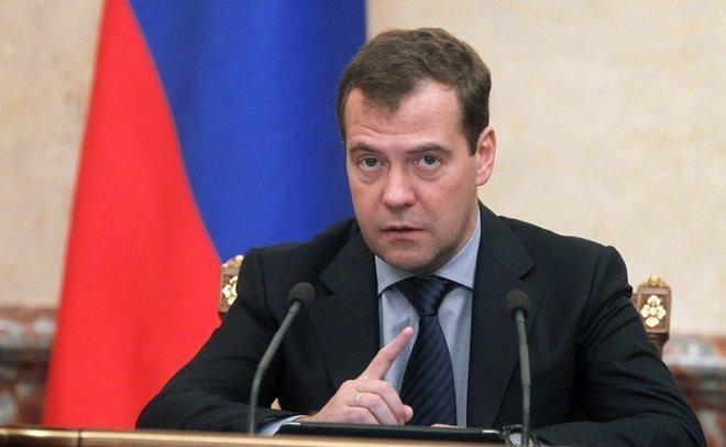 Путин иМедведев отчитались одоходах за2017 год: президент реализовал землю