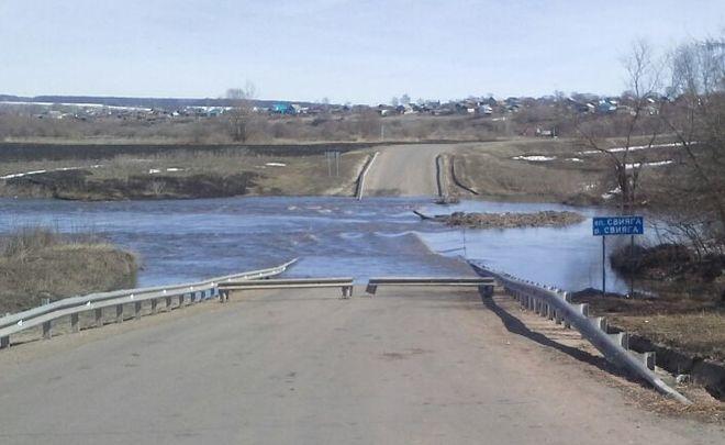 В Татарстане опять затопило два моста на Свияге