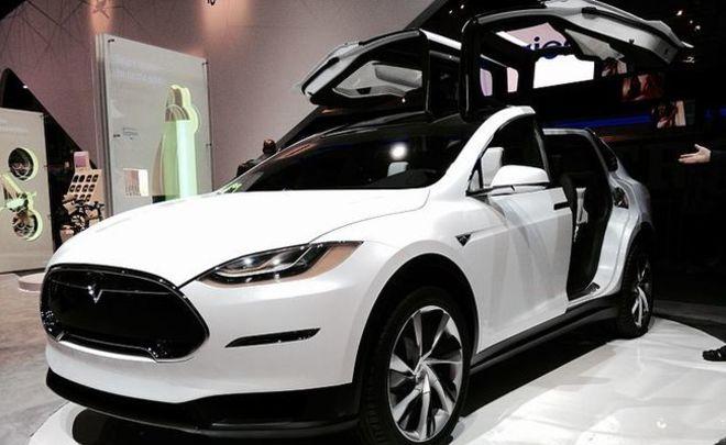 Абрамович раздал своим партнерам 20 авто Tesla