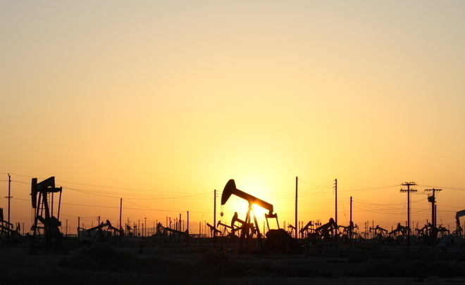 Нефть дешевеет на непредвиденных данных оросте запасов вСША