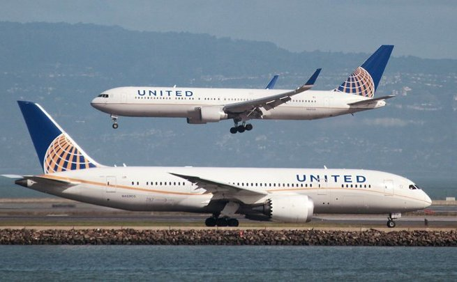 Авиакомпания United обещает поднять компенсацию заовербукинг до $10 тыс.