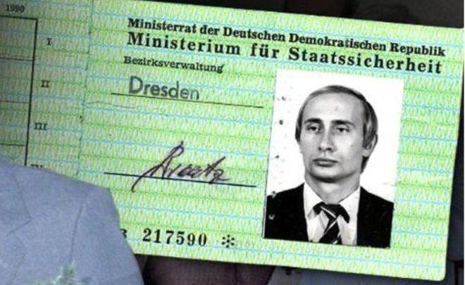 Песков допустил возможность выдачи Путину удостоверения «Штази»