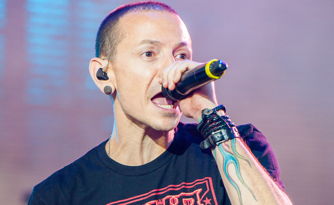 Linkin Park обвинила демонов в смерти солиста Честера Беннингтона