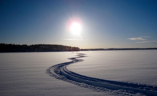 ВТатарстане шофёр снегохода умер из-за столкновения споездом