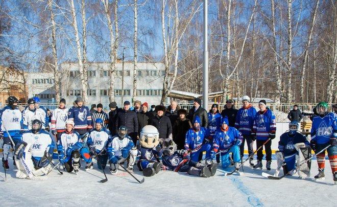 В Нижнекамске при содействии НКНХ открылся еще один обновленный хоккейный корт