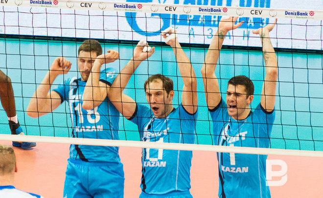 Игроки «Зенита» вернулись вКазань сКубком европейских чемпионов