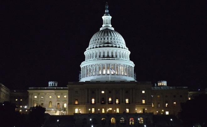 Американский сенат отложит голосование из-за Маккейна