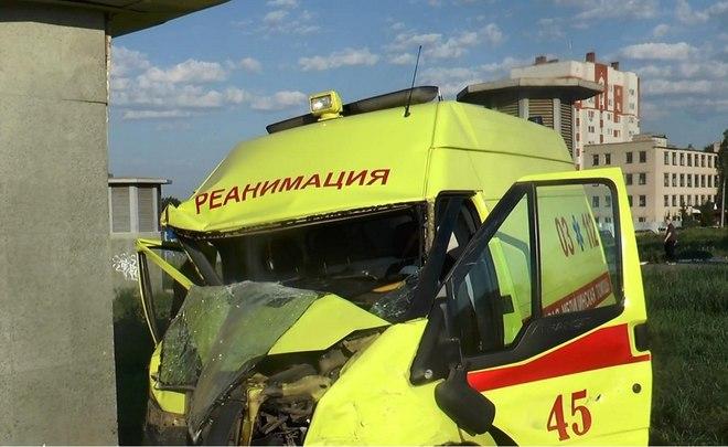 ВКазани автомобиль реанимации попал в трагедию, фельдшер вкоме