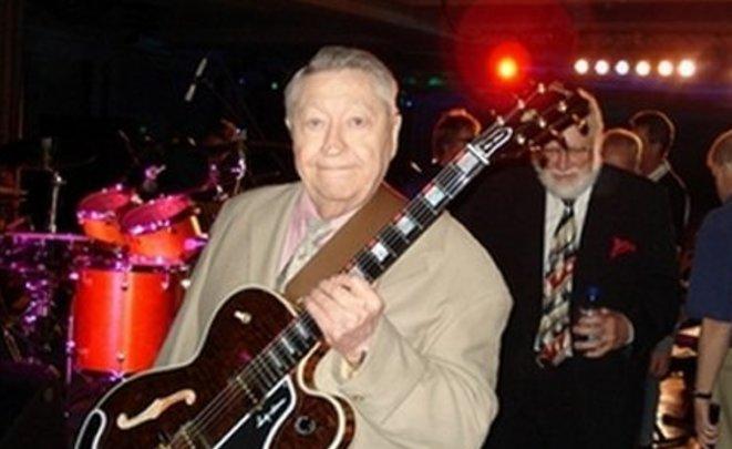 СМИ в Америке скончался гитарист Элвиса Пресли Скотти Мур