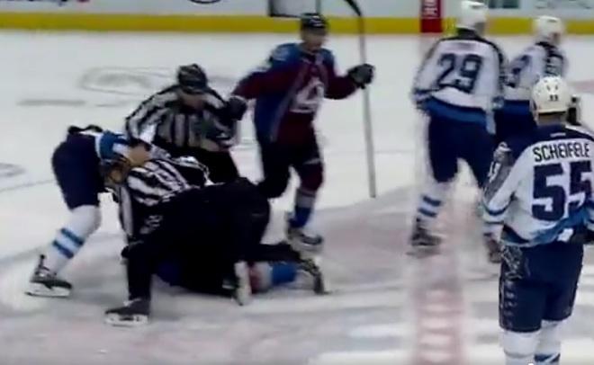 Хоккеист США избил Никиту Задорова впроцессе матча НХЛ