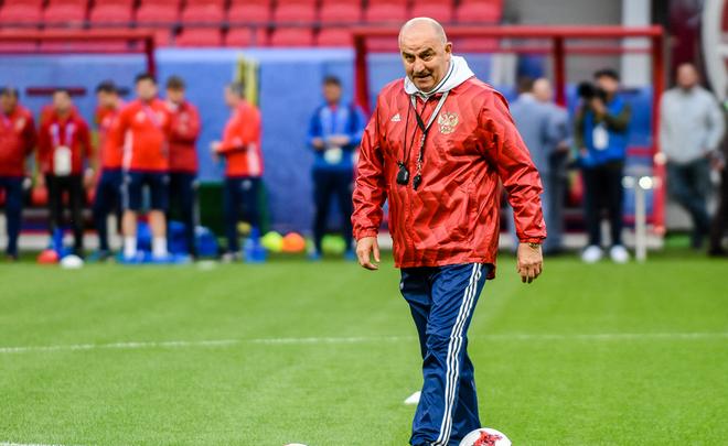 Черчесов продолжит работу напосту основного тренера сборной РФ
