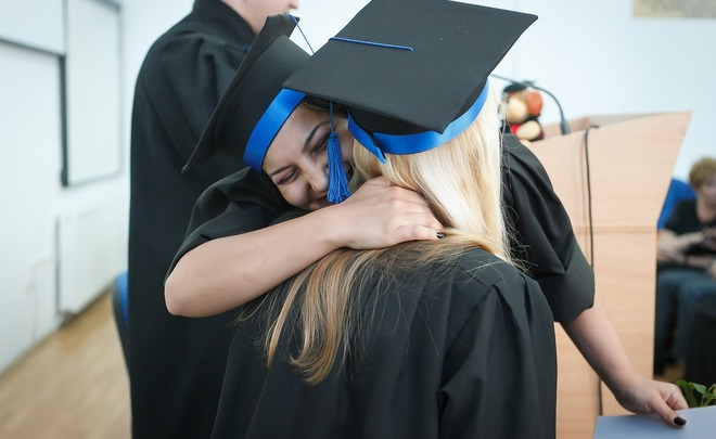Выпускникам институтов дадут испытательный срок