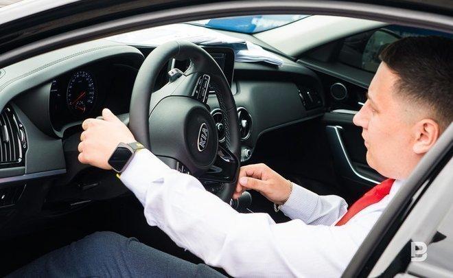 Россиянам могут разрешить показывать электронные водительские права на смартфоне