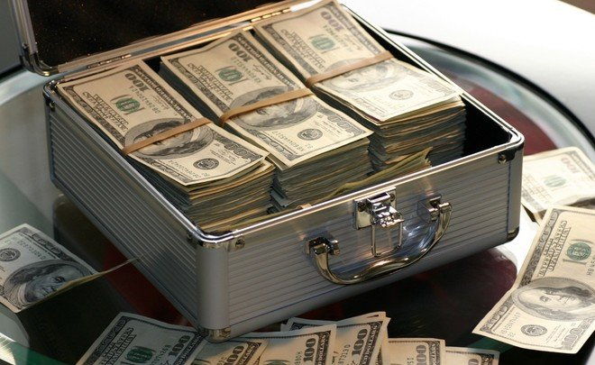 Самые богатые люди мира потеряли засутки больше 100 млрд долларов