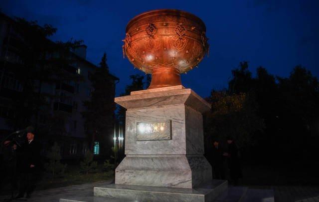 В Казани открыли скульптуру «Тайказан», подаренную властями Казахстана