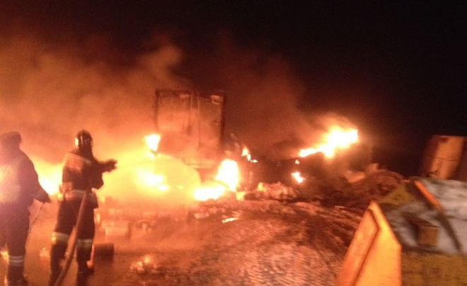 Натрассе вТатарстане столкнулись исгорели две фуры, водители погибли