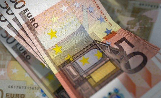 За минувшую неделю наличный доллар подорожал, аевро упал вцене
