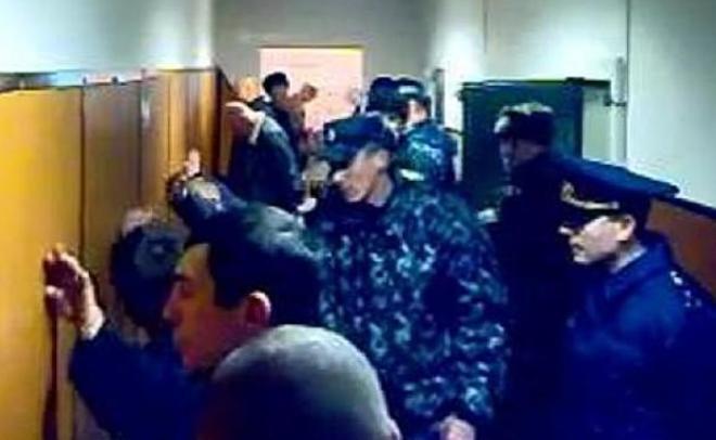 Сотрудника УФСИН поТатарстану, избивавшего заключенного, приговорили ктрем годам условно