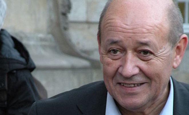 Министр обороны Франции уснул надебатах социалистов