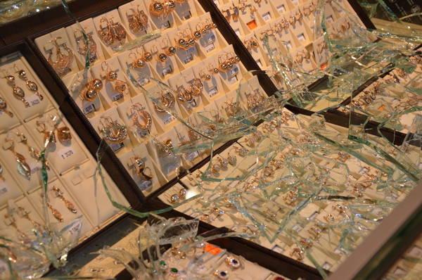 ВКазани раскрыли серию нападений наювелирные магазины