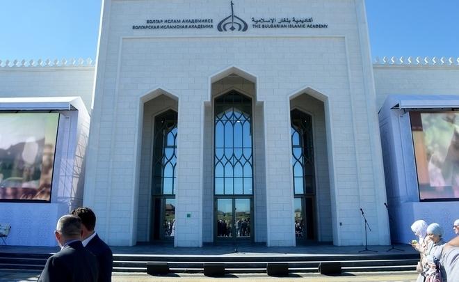 Владимир Путин поздравил Рустама Минниханова соткрытием Болгарской исламской академии