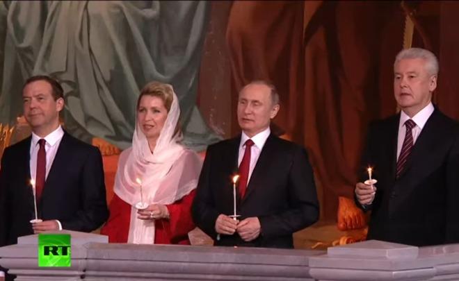 Путин позравил граждан России иправославных христиан спраздником Пасхи