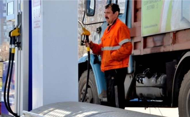 Власти Казахстана хотят временно запретить ввоз бензина из России