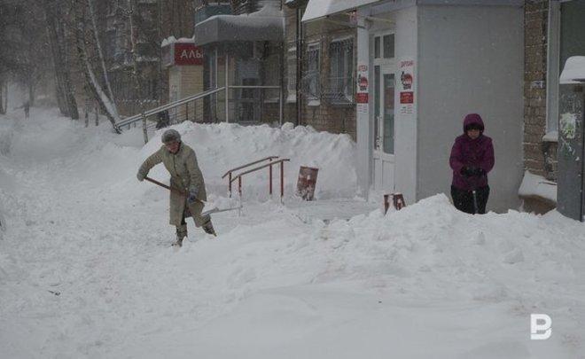 Минниханов призвал не забывать очищать от снега дворы в Татарстане