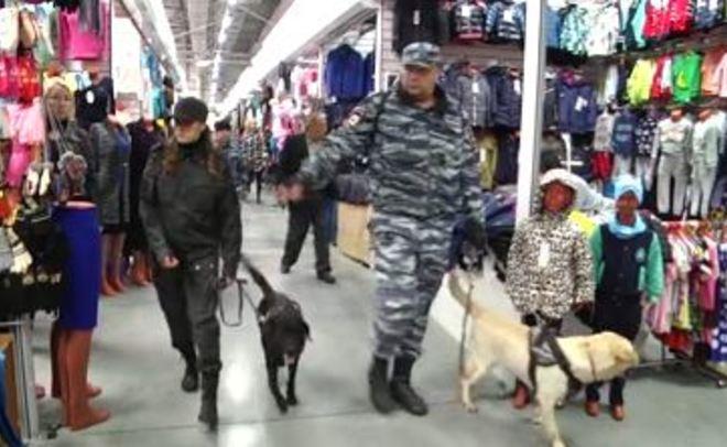 Татарстанские полицейские провели рейд наодном из известных вещевых рынков Казани